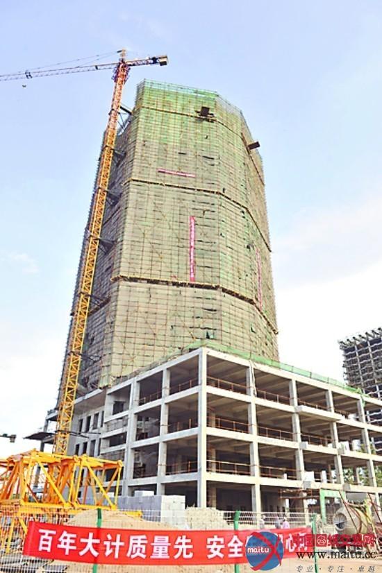 长春:光明大厦主体结构封顶