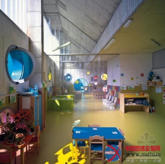 """幼儿园是孩子们在一起玩耍的""""大年夜家庭"""",这个理念成了这个计划的"""