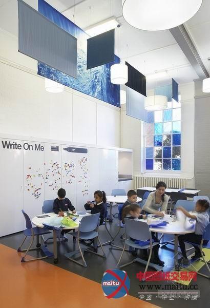丰富色彩装饰伦敦小学室内设计