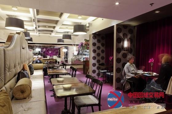 摘要:芬兰Fazer F8餐厅,坐落在北欧最大年夜的百货公司的八楼,是 Fazer(北欧最大年夜的食物办事公司和餐饮中间)的旗舰店。 F8餐厅装修设计,一共有8 间餐厅、酒吧和咖啡馆,还有豪华的喷鼻槟酒吧,共有超越 800 个坐位。最大年夜的开放式餐厅区域操纵充沛的层高,摆出了蔚为可不雅的装潢墙,遍地的绿植小 盆栽十分清爽健康。 关头词:餐厅装修 餐厅设计  芬兰Fazer F8餐厅装修设计  芬兰Fazer F8餐厅装修设计  芬兰Fazer F8餐厅装修设计  芬兰Fazer F8餐厅装修设计  芬兰
