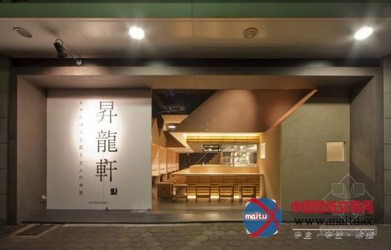 摘要:该餐厅坐落在大年夜阪富贵的市中间商业区,的设计灵感来历于三角形的屋顶,操纵不异冠层外形空间被豆割成自力的就餐区,供给了半私家的就餐区从一侧启齿处可以看到餐馆冷冷清清的厨房和其他的就餐者,创作发现一个社区街道场景的氛围。 关头词:餐厅设计 日本餐厅 朴素餐厅  日本别致朴素的餐厅设计  日本别致朴素的餐厅设计  日本别致朴素的餐厅设计  日本别致朴素的餐厅设计