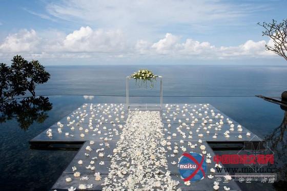 摘要:宝格丽度假酒店坐落在全球最奇特、最具东方热带风情的旅游胜地之一巴厘岛。这里揭示着令人屏息静气的天然美景,不单以现代的角度从头诠释传统的巴厘岛风味,更揭示了宝格丽奇特的意大年夜利气焰。 宝格丽度假酒店位于海平面以上150多米,揭示了无与伦比的印度洋海景,再加上顶级的办事质量,完美培养了继宝格丽米兰酒店后另外一豪华巴厘岛宝格丽酒店设计。 关头词:宝格丽酒店 度假酒店 巴厘岛酒店 酒店设计  巴厘岛宝格丽度假酒店设计 无与伦比的印度洋美景  巴厘岛宝格丽度假酒店设计 无与伦比的印度洋美景  巴厘岛宝格丽度