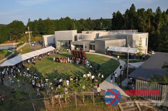 arisekkei設計的日本原湖畔美術館