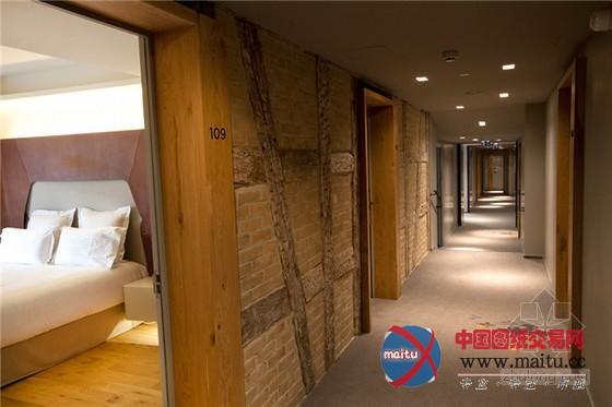 Hotel Les Haras位于斯特拉斯堡市中间的国度养马场,以马为主题,已被列为汗青古迹。法国古堡式养马场主题酒店设计,它包含55间客房和一个Brasserie Les Haras小酒馆。全部酒店的室内装潢表现了当代的室内建筑,整洁和崇高的气质,在很大年夜程度上灵感来自马的世界。 关头词:主题酒店 酒店设计 法国酒店  个性实足!法国古堡式养马场主题酒店设计  个性实足!法国古堡式养马场主题酒店设计  个性实足!法国古堡式养马场主题酒店设计  个性实足!法国古堡式养马场主题酒店设计  个性实足!法国古