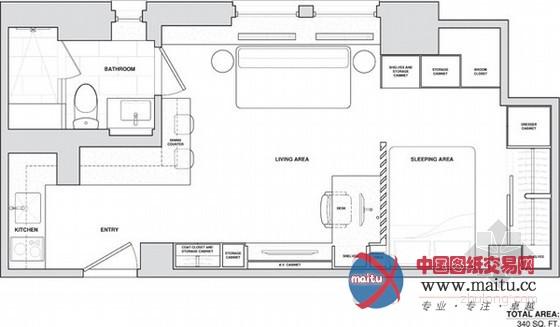 纽约曼哈顿31平方小户型家装,由Allen+Killcoyne Architects设计,吃饭、工作、睡觉被放置在一个空间中,有一个较大年夜的橱柜,可以或许知足储物需求,是以空间给人的感触感染其实不是很小。卧室被奇妙的隐躲在百叶窗隔断距离后,感触感染不那么幽闭,只有坐在书桌正面才能看见卧室的环境。睡眠区的天花板上有一个隐形的圈套门,翻转出来就是一个平板电视。厨房则被躲进角落中,不会让人感觉侵犯了糊口区域。 关头词:小户型 家装设计  奇妙设计!纽约曼哈顿31平方小户型家装设计  奇妙设计!纽约曼哈顿31平