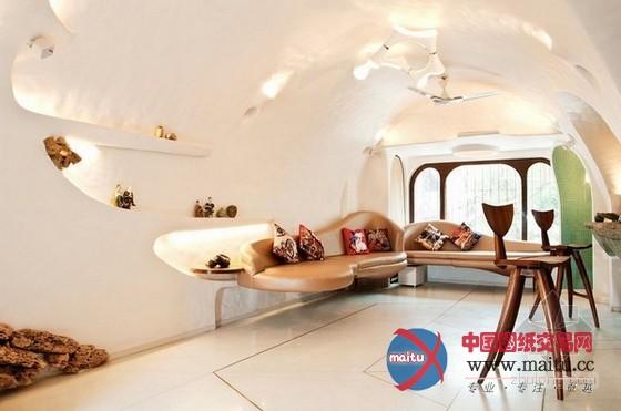 本室第位于印度,面积只有65平米,屋主是一对年青的佳耦。因为室第面积不大年夜,所以若何设计和操纵空间就显得十分首要。拱形的设计和曲线贯穿了厨房、卧室和盥洗室,全部空间不单调且有设计感。 关头词:拱形曲线空间,小户型设计,室内设计  小空间不单调!65平印度拱形曲线空间  小空间不单调!65平印度拱形曲线空间   小空间不单调!65平印度拱形曲线空间  小空间不单调!65平印度拱形曲线空间  小空间不单调!65平印度拱形曲线空间  小空间不单调!65平印度拱形曲线空间  小空间不单调!65平印度拱形曲线空间