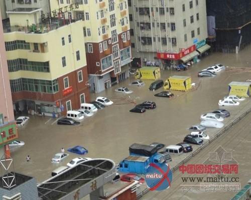 截至21时,暴雨导致深圳机场已取消航班130余架次,延误超过4小时的出港